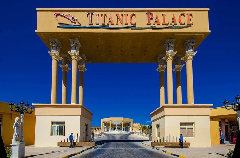 TITANIC PALACE*****