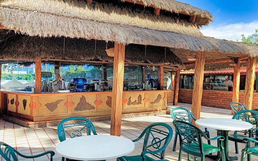 pool-bar_hotelbeverly.jpg